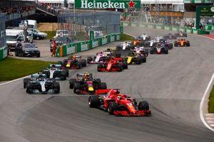 Sebastian Vettel, Ferrari SF71H, al comando alla partenza