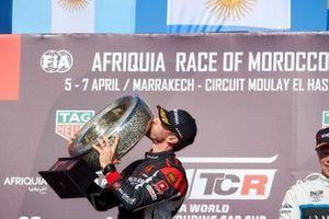 Podyum: Yarış galibi Esteban Guerrieri, ALL-INKL.COM Münnich Motorsport Honda Civic Type R TCR