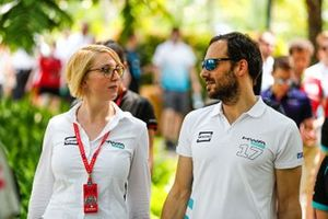 Gary Paffett, HWA Racelab, with a team member