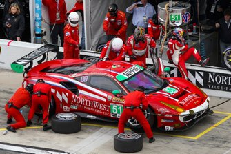 #51 Spirit of Race Ferrari 488 GT3, GTD: Paul Dalla Lana, Pedro Lamy, Mathias Lauda, Daniel Serra, Pit Stop