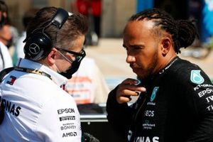 Andrew Shovlin, Trackside Engineering Director, Mercedes AMG, and Lewis Hamilton, Mercedes, on the grid
