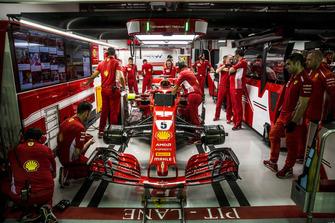 Sebastian Vettel, Ferrari SF71H in the garage