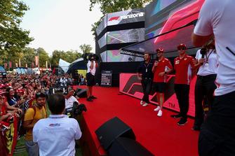 Sebastian Vettel, Ferrari y Kimi Raikkonen, Ferrari en el escenario de Fan Zone