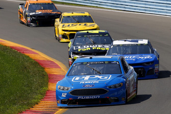 Ryan Blaney, Team Penske, Ford Fusion PPG e Kyle Larson, Chip Ganassi Racing, Chevrolet Camaro Credit One Bank/DC Solar
