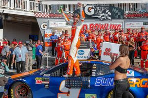 Winner Chase Elliott, Hendrick Motorsports Chevrolet