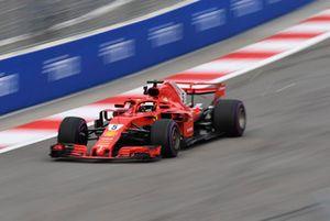 Sebastian Vettel, Ferrari SF71H lâche des étincelles