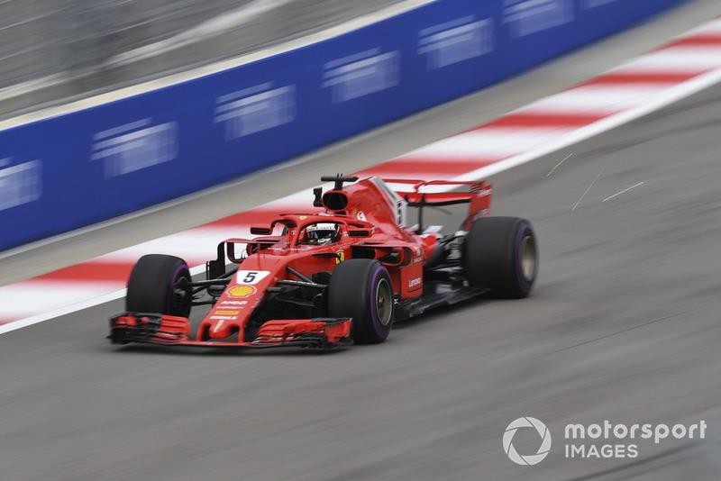 Sebastian Vettel, Ferrari SF71H kıvılcım saçıyor