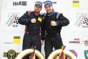 #614 Renault Clio RS Cup: Tobias Overbeck, Daniel Overbeck