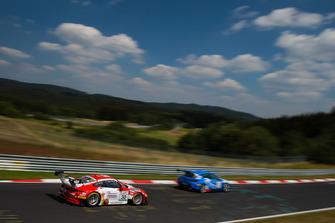 #30 Frikadelli Racing Team Porsche 911 GT3 R: Klaus Abbelen, Sabine Schmitz, Felipe Fernández Laser