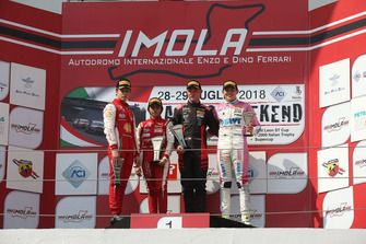 Podio Rookie Gara 3: il secondo classificato Gianluca Petecof, Prema Theodore Racing, il primo classificato Petr Ptacek, Bhaitech, il terzo classificato Niklas Krutten, BWT Mucke Motorsport
