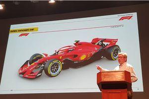 Ross Brawn con il concept della Formula 1 2021