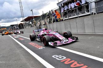 Esteban Ocon, Racing Point Force India VJM11 in pit lane