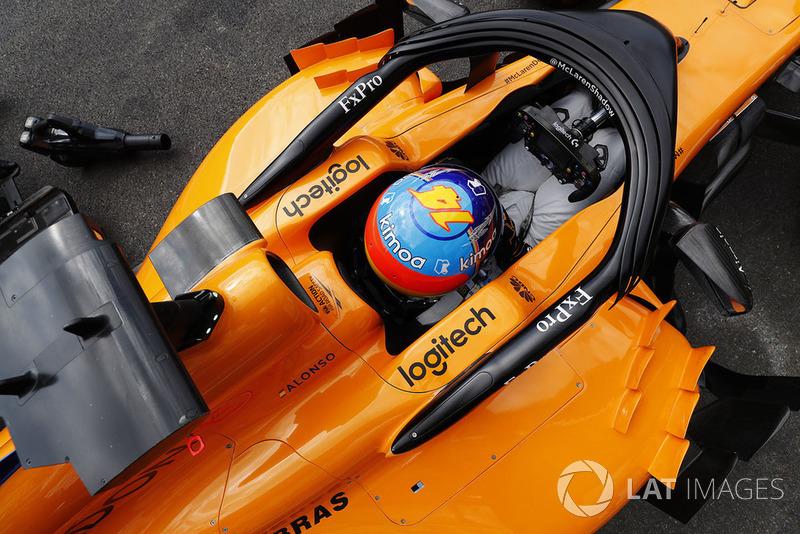 The cockpit of Fernando Alonso, McLaren