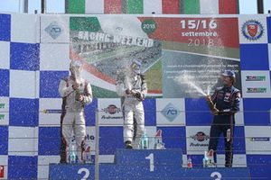 Podio TCR Gara 2: il secondo classificato Luigi Ferrara, 42 Racing SA, il vincitore della gara Salvatore Tavano, il terzo classificato Federico Paolino, BRC Racing Team