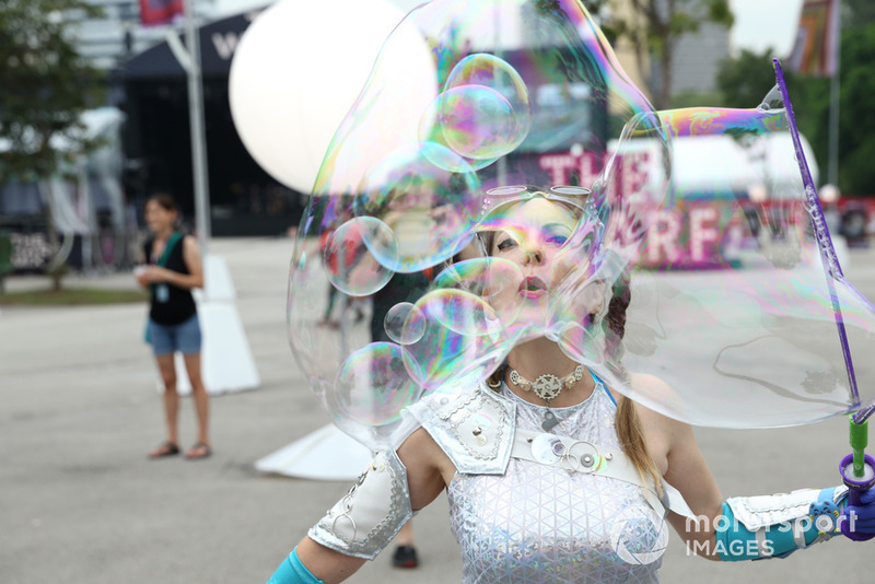 Entertainment / bubble blower