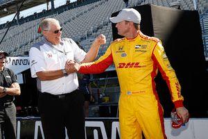 Ganador del Premio Verizon P1 Pole Ryan Hunter-Reay, Honda Autosport Honda con Art St. Cyr de Honda