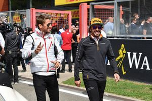 Romain Grosjean, Haas F1 Team and Fernando Alonso, McLaren on the drivers parade