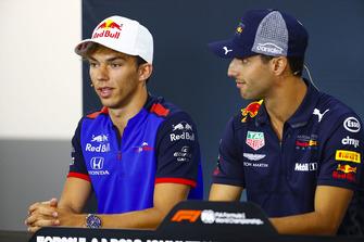 Pierre Gasly, Toro Rosso ve Daniel Ricciardo, Red Bull Racing, basın toplantısında