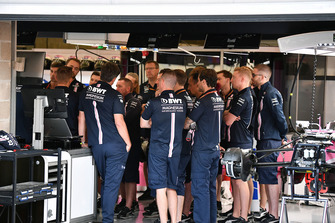 Force India F1 garage meeting