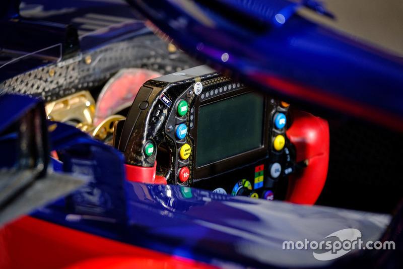 Volante del Scuderia Toro Rosso STR13