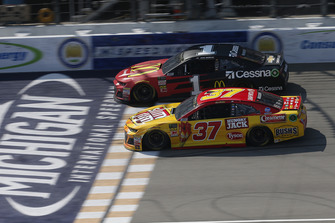 Chris Buescher, JTG Daugherty Racing, Chevrolet Camaro Slim Jim Jamie McMurray, Chip Ganassi Racing, Chevrolet Camaro McDonald's/Cessna