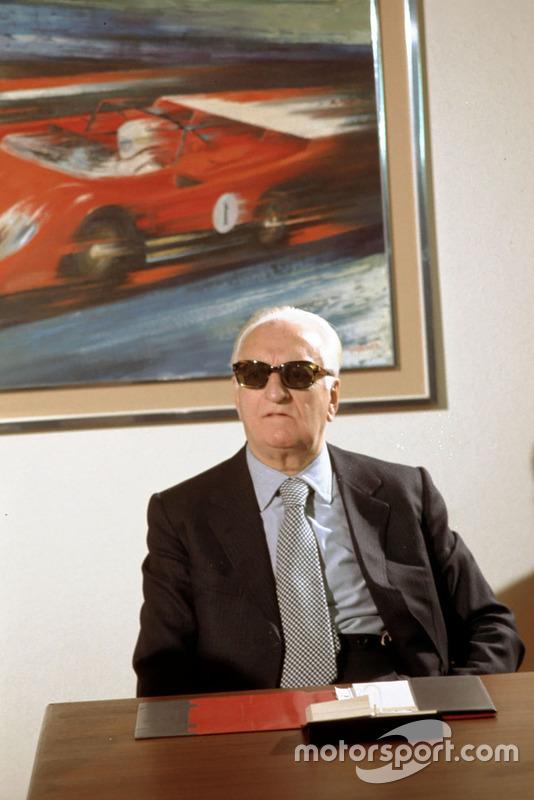 Fiorano 1974, Enzo Ferrari en la sala de reuniones de su casa