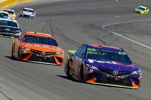 Denny Hamlin, Joe Gibbs Racing, Toyota Camry FedEx Ground e Daniel Suarez, Joe Gibbs Racing, Toyota Camry ARRIS
