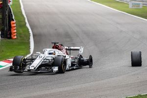 Marcus Ericsson, Alfa Romeo Sauber F1 Team after losing a tyre