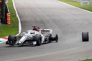 Marcus Ericsson, Alfa Romeo Sauber F1 Team, dopo aver perso una gomma