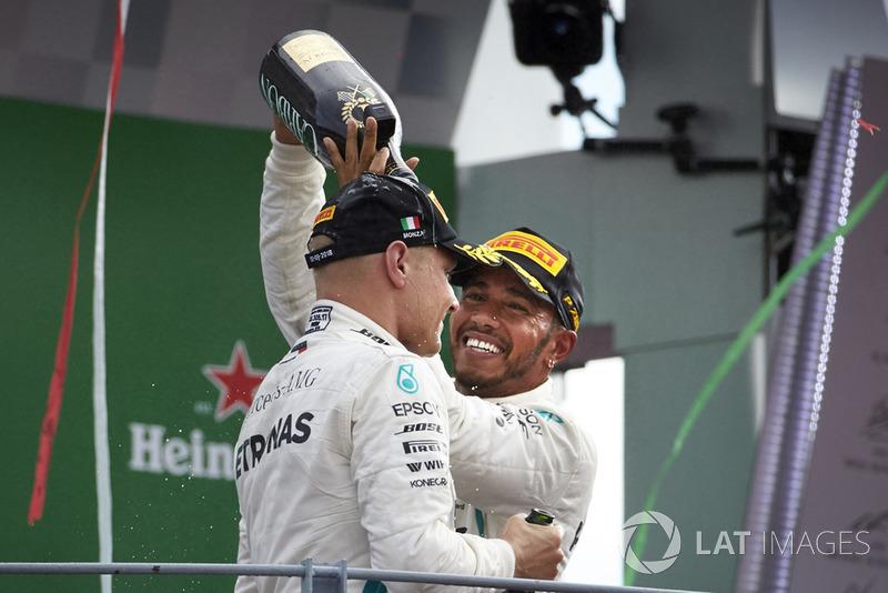 Lewis Hamilton, Mercedes AMG F1, radość na podium, Valtteri Bottas, Mercedes AMG F1