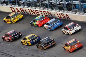 Joey Logano, Team Penske, Ford Fusion Pennzoil and Kurt Busch, Stewart-Haas Racing, Ford Fusion Haas Automation
