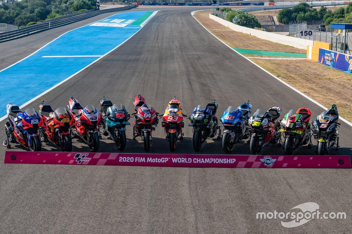 Foto de familia de las motos de MotoGP 2020