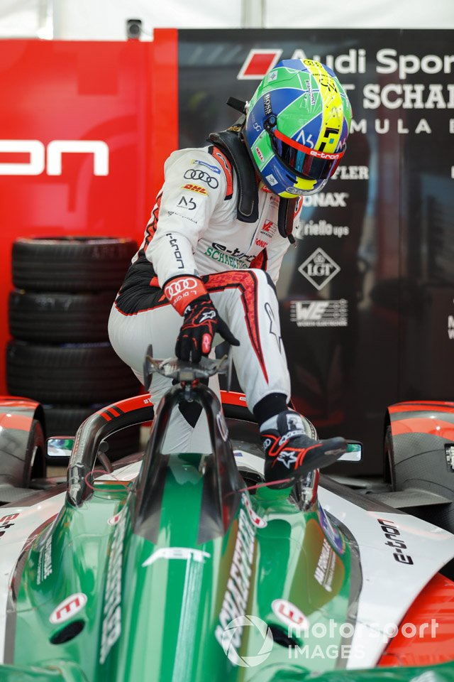 Lucas Di Grassi, Audi Sport ABT Schaeffler climbs out of his car