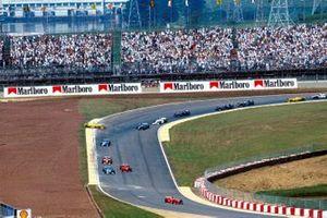 Ralf Schumacher, Jordan Mugen Honda 198 sale de la carrera en la tercera curva