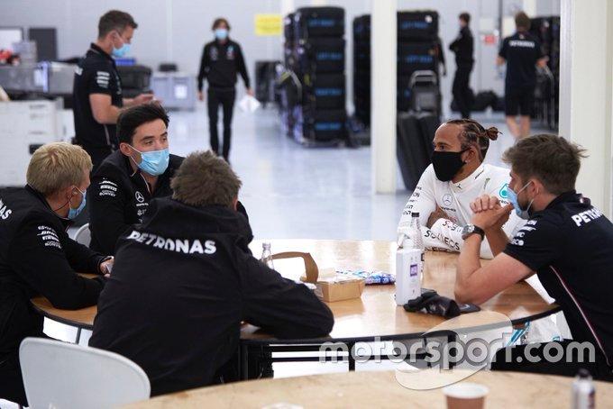 Hamilton no teste da Mercedes em Silverstone