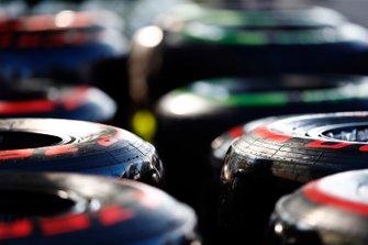 Les pneus Pirelli dans le paddock