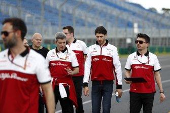 Antonio Giovinazzi, Alfa Romeo walks the track with members of the team