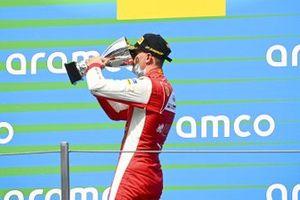 Podio: tercer lugar Mick Schumacher, Prema Racing