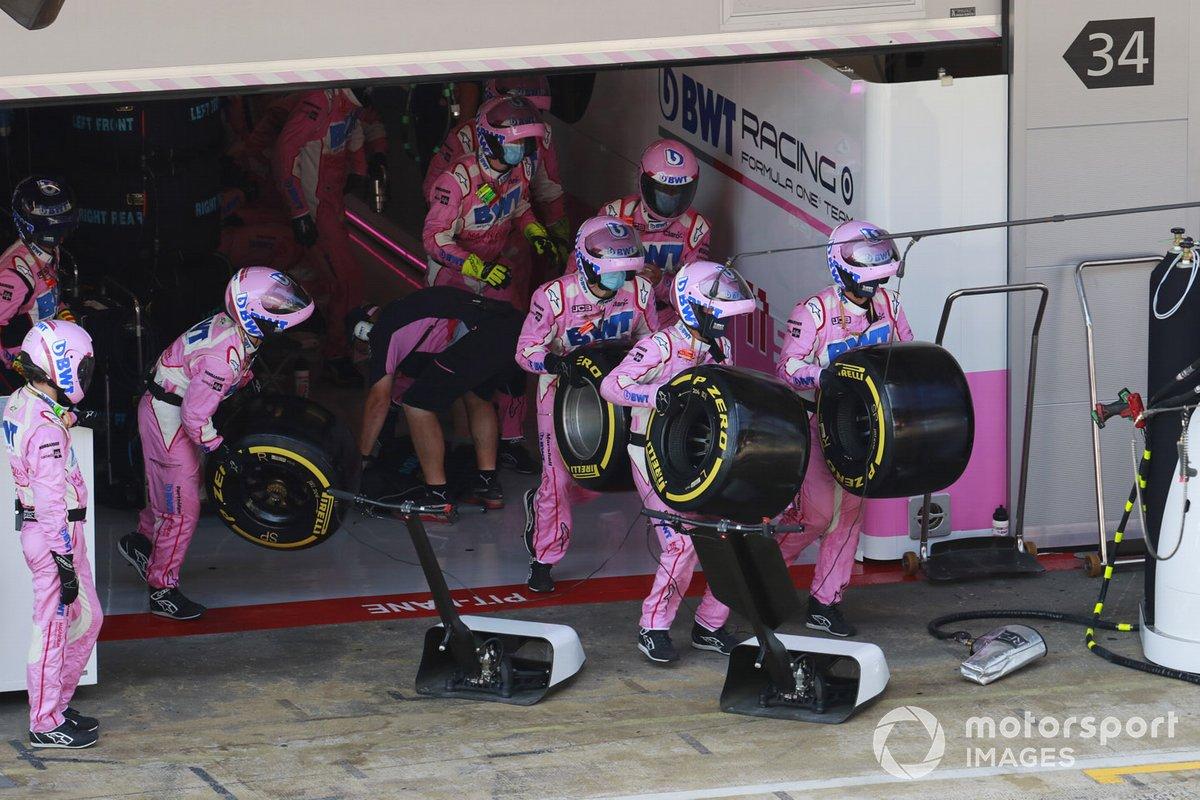 El equipo de boxes de Racing Point entra en acción