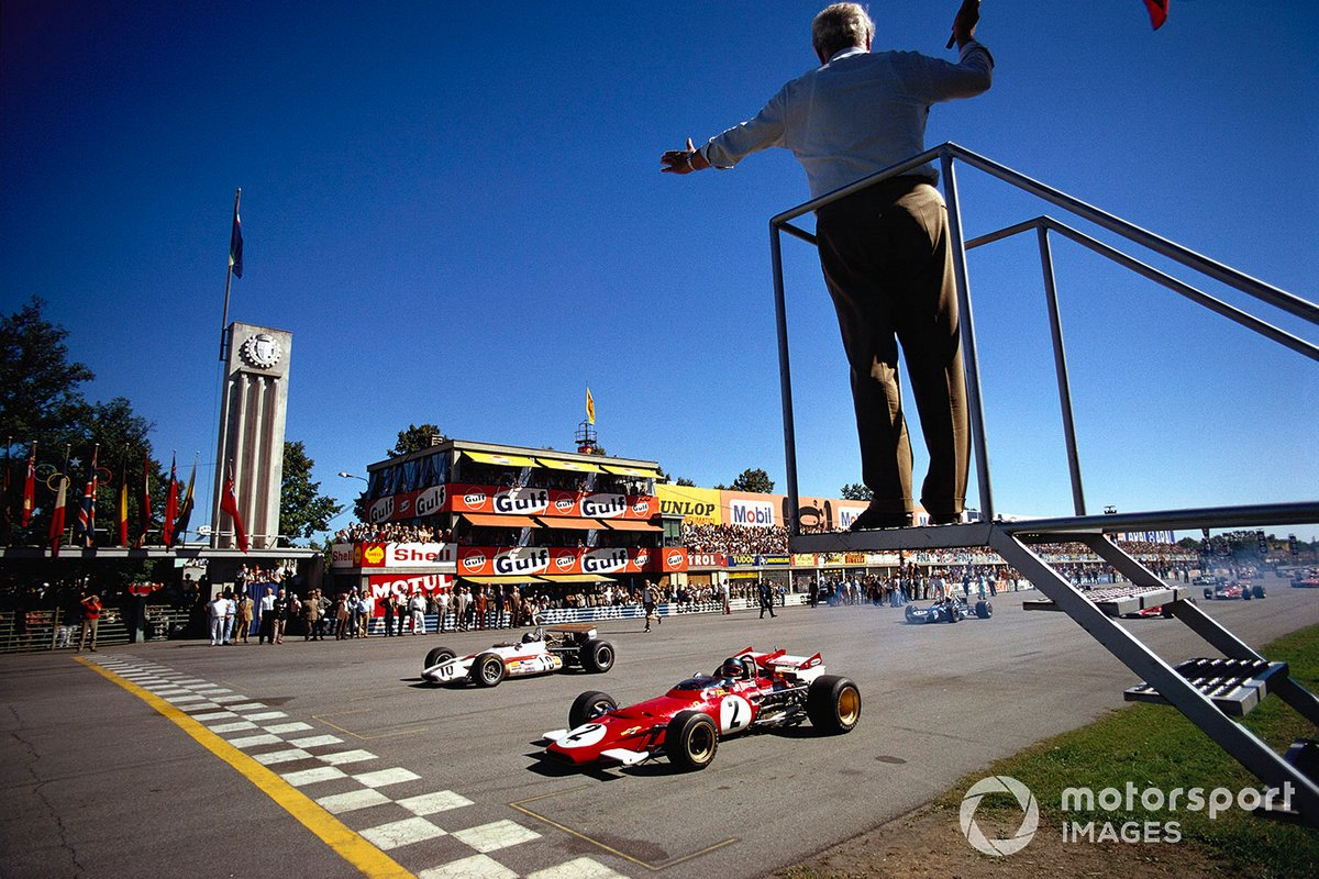 Ganador de la pole Jacky Ickx, Ferrari 312B junto a Pedro Rodríguez, BRM P153 al inicio de la carrera