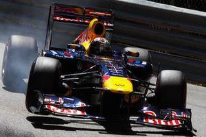 Sebastian Vettel, Red Bull RB7 Renault, bloque ses roues