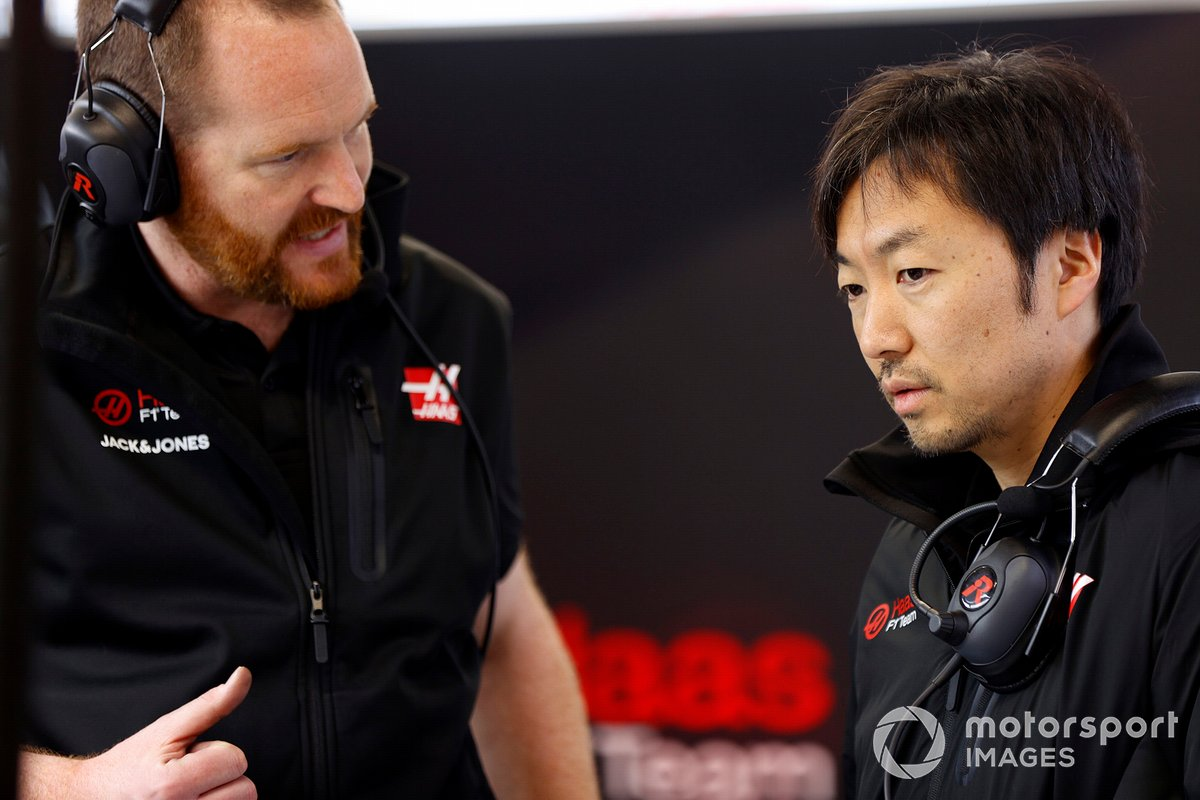 Matt Scott, Chief Mechanic, Haas F1 Team and Ayao Komatsu, Chief Race Engineer, Haas F1 Team