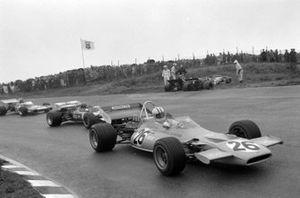 Francois Cevert, Tyrrell 002 Ford, Nanni Galli, March 711 Ford, Denny Hulme, McLaren M19A Ford, Gijs van Lennep, Surtees TS7 Ford