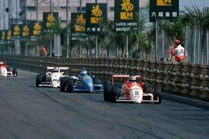 Mika Hakkinen, Ralt RT34-Mugen, devant Michael Schumacher, Reynard 903-Volkswagen