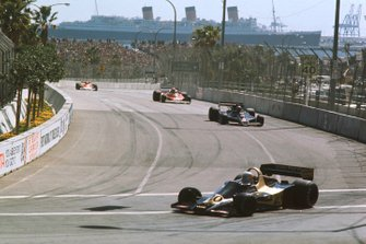 Jody Scheckter, Wolf WR1 Ford leads into Queens Hairpin with Mario Andretti, Lotus 78 Ford and Niki Lauda, Ferrari 312T2
