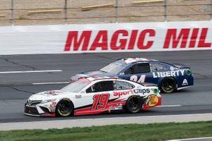 Martin Truex Jr., Joe Gibbs Racing, Sport Clips Toyota Camry, William Byron, Hendrick Motorsports, Liberty University Chevrolet Camaro