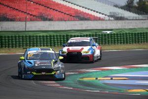 Simone Pellegrini, Scuderia del Girasole, Cupra Leon Compet. TCR davanti a Eric Brigliadori, BF Motorsport, Audi RS 3 LMS TCR