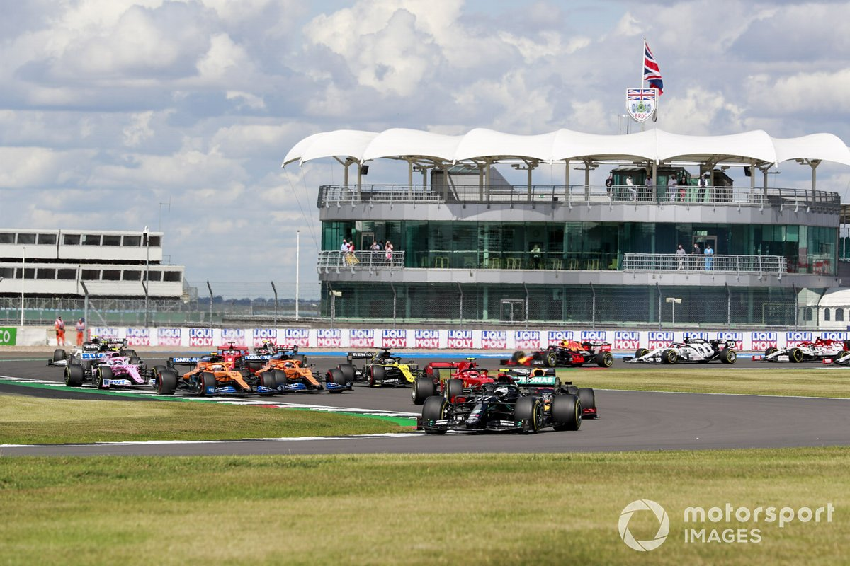 Valtteri Bottas, Mercedes F1 W11 Max Verstappen, Red Bull Racing RB16 alla partenza della gara