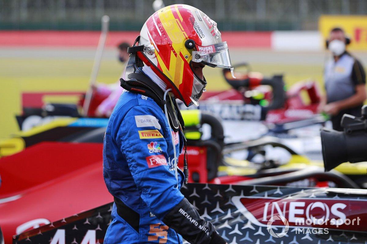 Carlos Sainz Jr., McLaren, arriva nel Parc Ferme