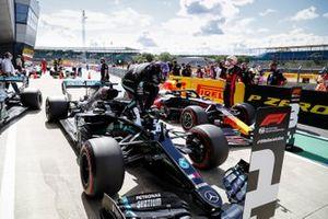 Lewis Hamilton, Mercedes-AMG F1, viert zijn pole